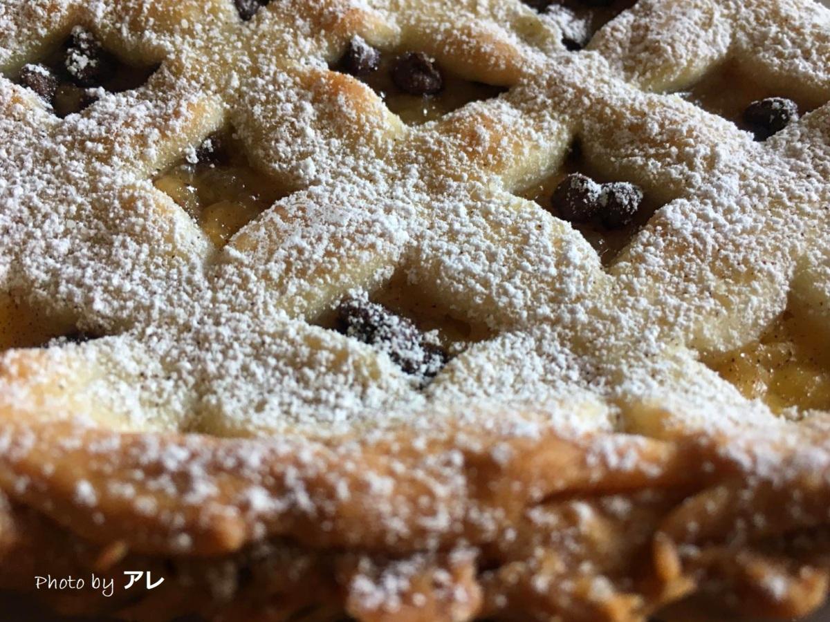 Crostata con marmellata di pere, gocce di cioccolato e… la sorpresa!